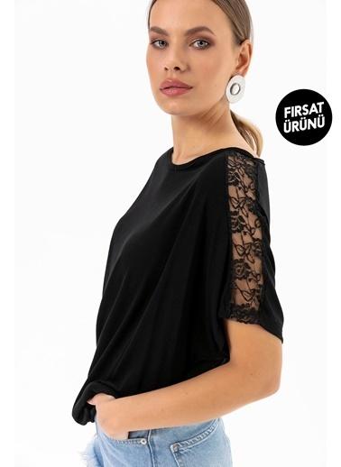 Emjey Fırsat Ürünü-Kolları Dantel Şeritli T-Shirt Siyah
